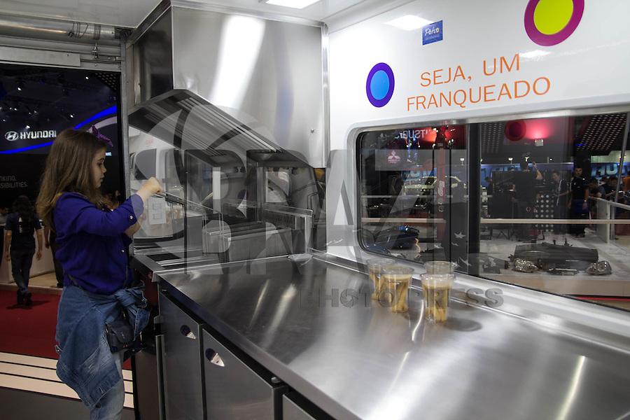 SAO PAULO, SP - 05.11.2014 - SALÃO DO AUTOMÓVEL - Food Truck da montadora chinesa, Linfan, foi um dos atrativos desta quarta-feira (5) no Salão Internacional do Automóvel em São Paulo.<br /> <br /> <br /> (Foto: Fabricio Bomjardim / Brazil Photo Press)