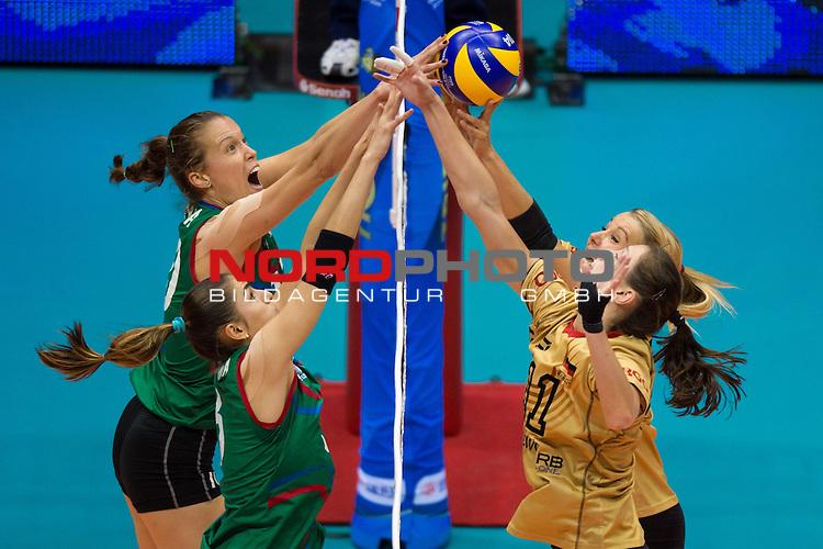 05.10.2014, Pala Trieste, Triest<br /> Volleyball, FIVB Volleyball Women`s World Championship 2014, 2. Runde, Deutschland (GER) vs. Aserbaidschan (AZE)<br /> <br /> Block / Doppelblock Jana Matiasovska-Aghayeva (#10 AZE), Natavan Gasimova (#8 AZE) - Block / Doppelblock Christiane F&uuml;rst / Fuerst (#11 GER), Mareen Apitz (#20 GER)<br /> <br />   Foto &copy; nordphoto / Kurth