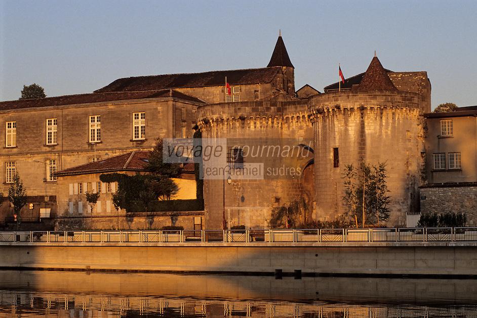 Europe/France/Poitou-Charentes/16/Charente/Cognac: Le Château et la Charente