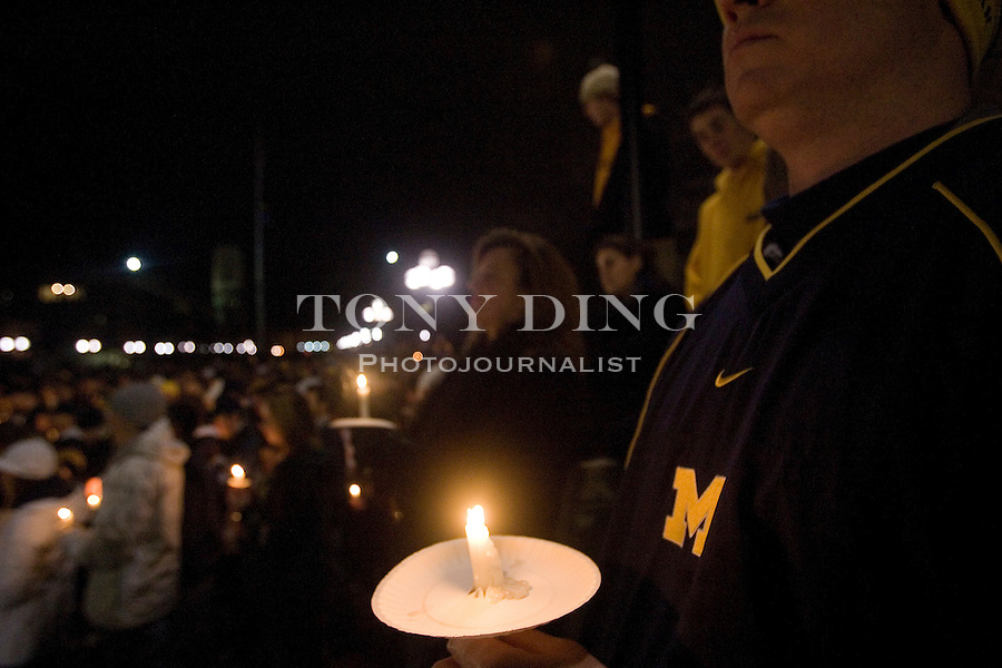 SUBJECT_DESCRIPTION at a vigil held on the University of Michigan Diag to pay tribute to former Michigan football coach Bo Schembechler, on Friday, Nov 17, 2006, in Ann Arbor, Mich. Schembechler died Friday, a day before Michigan's game against Ohio State. (AP Photo/Tony Ding)