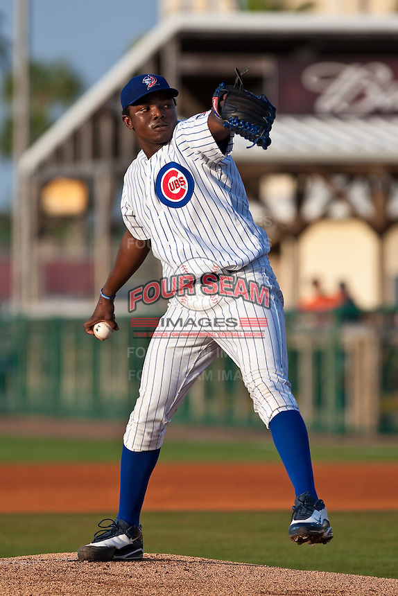 May 6 2010: Rafael Dolis (34) of the Daytona Cubs during a game vs. the Clearwater Threshers at Jackie Robinson Ballpark in Daytona Beach, Florida. Daytona, the Florida State League High-A affiliate of the Chicago Cubs, lost the game against Clearwater, affiliate of the Philadelphia Phillies, by the score of 4-1.  Photo By Scott Jontes/Four Seam Images