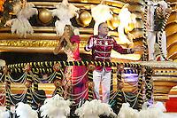SAO PAULO, SP, 24 DE FEVEREIRO 2012 - CARNAVAL SP DESFILE CAMPEAS - ROSAS DE OURO - Ticiane Pinheiro e Roberto Justus  da escola de samba Rosas de Ouro durante desfile das campeãs  do Carnaval 2012 de São Paulo, no Sambódromo do Anhembi, na zona norte da cidade, (FOTO: ALE VIANNA - BRAZIL PHOTO PRESS)
