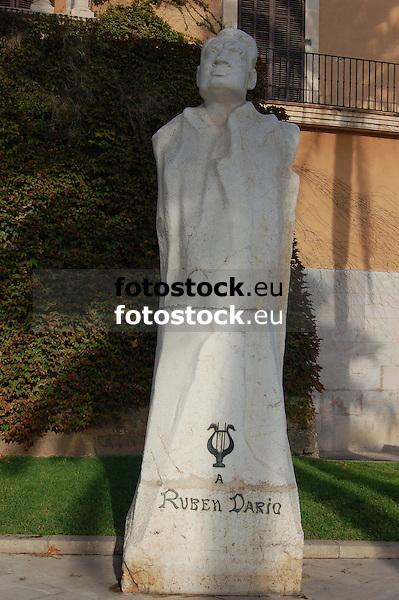 """Sculpture """"Ruben Darío"""" (1867-1916), (stone of Santanyí, 374 x 115 x 96 cm, 1950) by Antoni Oliver Sitjar (Porreres 1926), Paseo Sagrera<br /> <br /> Escultura """"Rubén Darío"""" (1867-1916), (piedra de Santanyí, 374 x 115 x 96 cm, 1950) de Antoni Oliver Sitjar (Porreres 1926), Paseo Sagrera<br /> <br /> Skulptur """"Rubén Darío"""" (1867-1916), (Stein aus Santanyí, 374 x 115 x 96 cm, 1950) von Antoni Oliver Sitjar (Porreres 1926), Paseo Sagrera<br /> <br /> 3008 x 2000 px"""