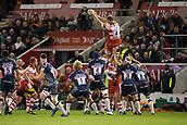 29th September 2017, AJ Bell Stadium, Salford, England; Aviva Premiership Rugby, Sale Sharks versus Gloucester; Gloucester Rugby's Ed Slater wins a line out