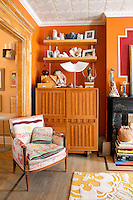 decoration with ceramics <br /> <br /> French ceramic artist, Nadeige Choplet lives with her husband and son in this three floor house in the Williamsburg area of Brooklyn , New York. The ceramic studio is on the first floor and the family lives in the duplex apartment on the 2nd and 3rd floors.
