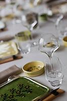 Europe/France/Rhone-Alpes/73/Savoie/  Saint-Martin-de-Belleville: Détail table dressée du restaurant La Bouitte au hameau de Saint Marcel