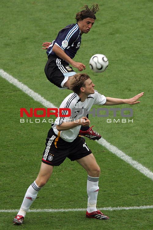 FIFA WM 2006 -  Quarter Finals / Viertelfinal<br /> Play   #57  (30-Jun) - Deutschland - Argentinien<br /> <br /> Per Mertesacker (vorne) von Deutschland gegen Hernan Crespo (hinten) von Argentinien.<br /> <br /> Foto &copy; nordphoto