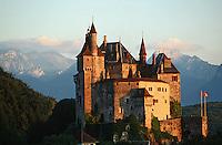 Europe/France/Rhône-Alpes/74/Haute-Savoie/Lac d'Annecy/Menthon-St- Bernard: Chateau de Menthon dans la lumière du soir