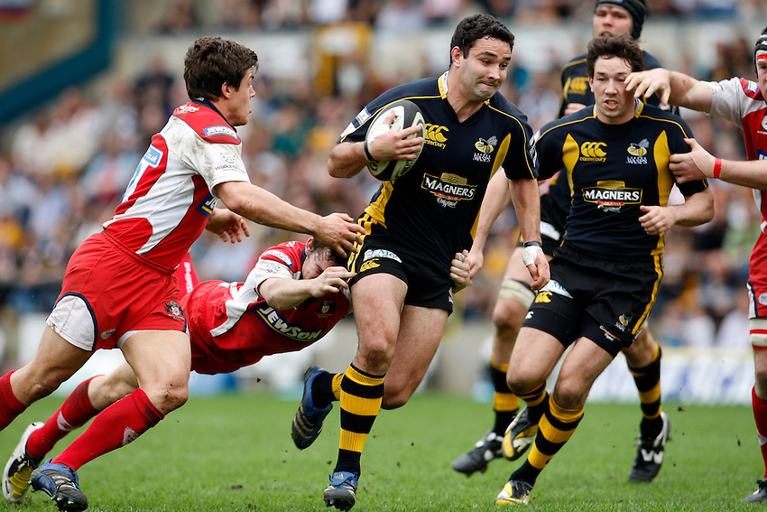 Photo: Richard Lane/Richard Lane Photography..London Wasps v Gloucester Rugby. Guinness Premiership. 04/05/2008. Wasps' Jeremy Staunton attacks.