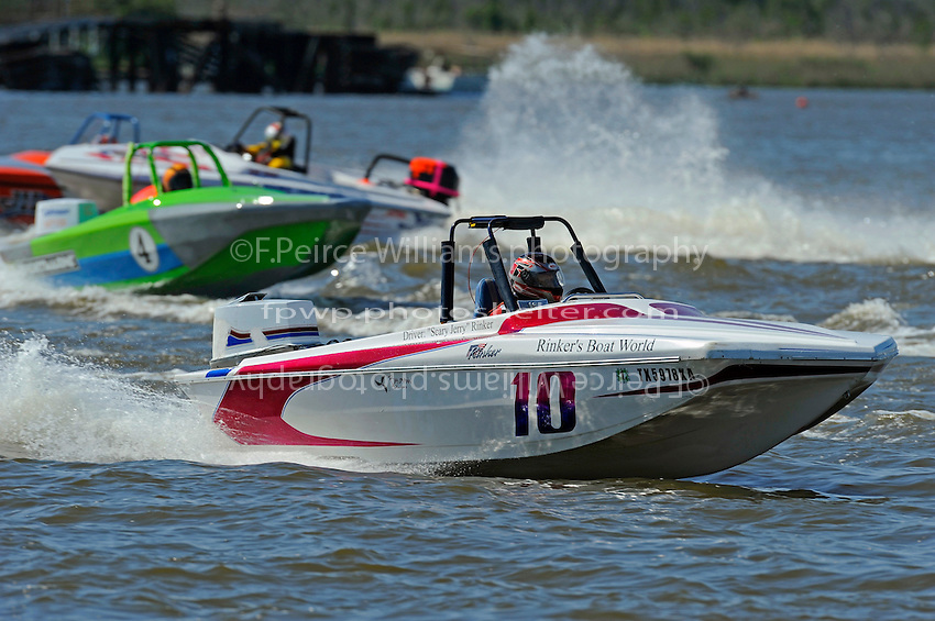 """""""Scary Jerry"""" Rinker (#10), Wesley Cheatham (#4) (Tri-Hull class)"""