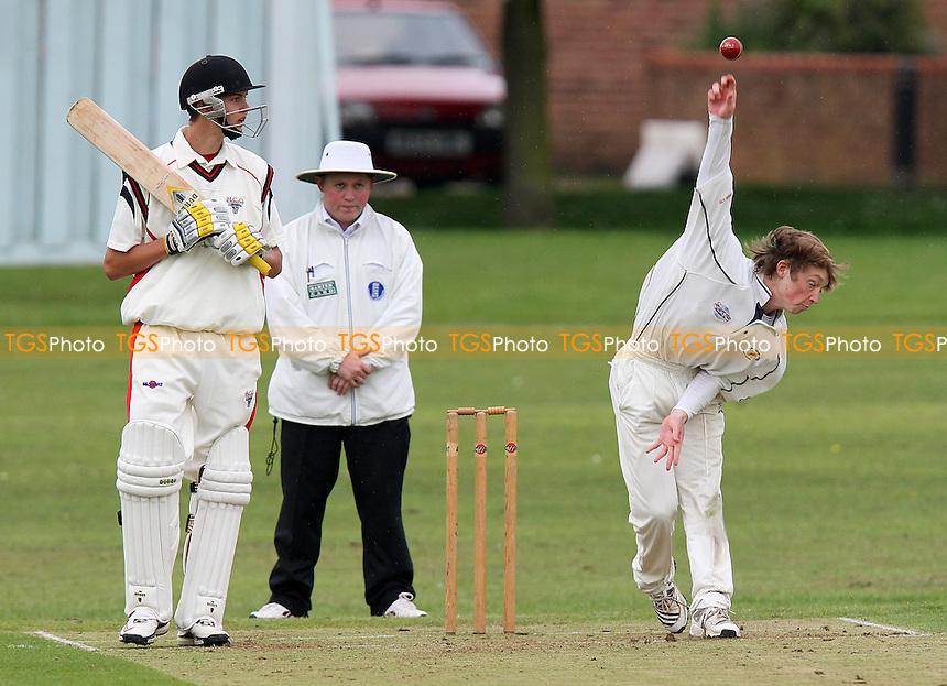 Hornchurch CC vs Ardleigh Green CC - Essex Cricket League - 29/05/10 - MANDATORY CREDIT: Gavin Ellis/TGSPHOTO - Self billing applies where appropriate - Tel: 0845 094 6026