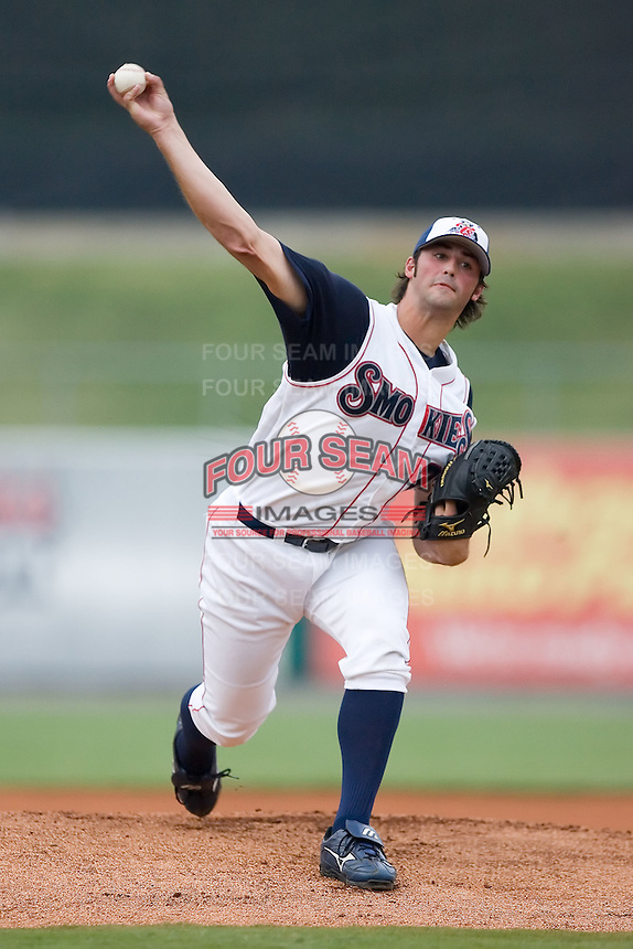 Tennessee starting pitcher Justin Berg (25) fires the ball to the plate versus Carolina at Smokies Park in Sevierville, TN, Friday, July 27, 2007.