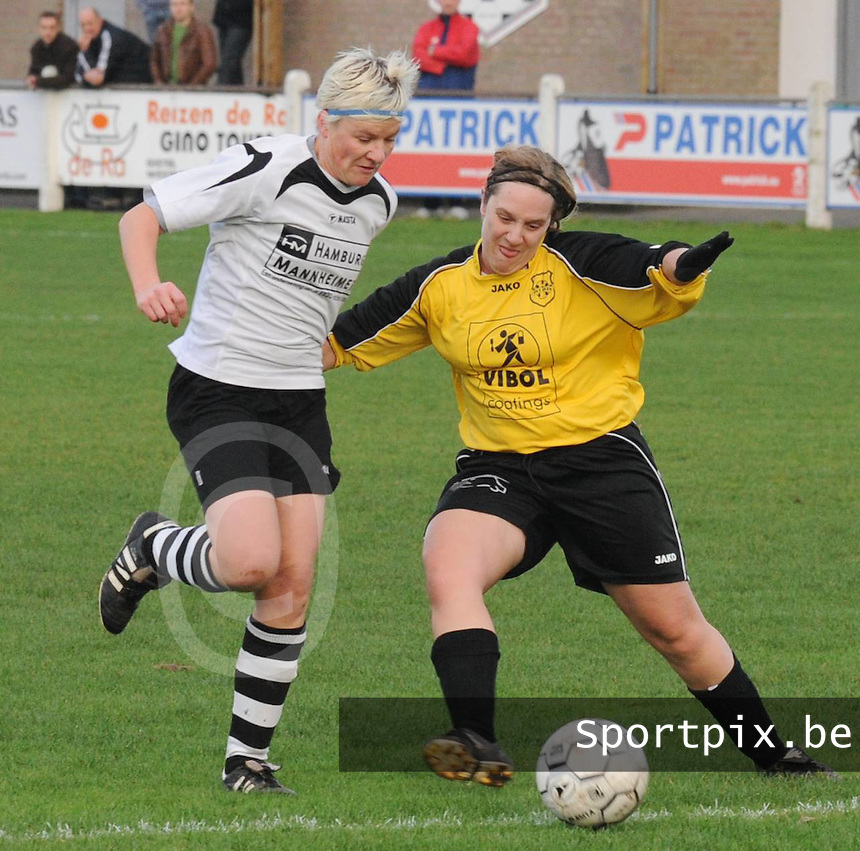 KSV Jabbeke - DVK Egem..duel tussen Isabel Dupon (rechts) en en Isabelle Plaisier (links)..foto VDB / BART VANDENBROUCKE