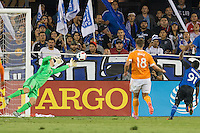 Santa Clara, CA - Friday, August 19, 2016: The Houston Dynamo defeated the San Jose Earthquakes 2-1 in a MLS game at Avaya Stadium.