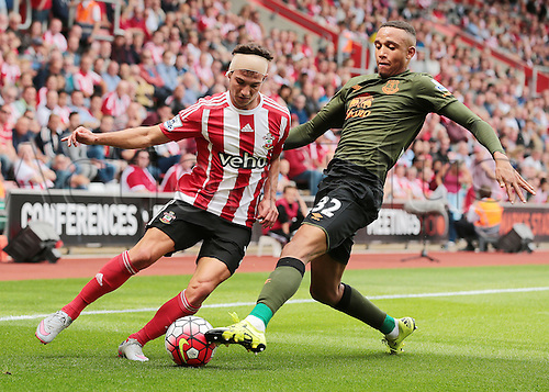 15.08.2015. Southampton, England. Barclays Premier League. Southampton versus Everton. Brendan Galloway of Everton defends against Cedric Soares of Southampton