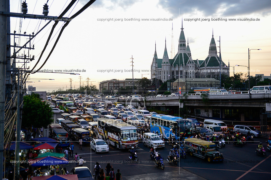 PHILIPPINES, Manila, heavy traffic in Quezon City during rush hour, Iglesia Ni Cristo, INC Central Temple / PHILIPPINEN, Manila, Verkehr in Quezon City,  Iglesia Ni Cristo, INC Central Temple