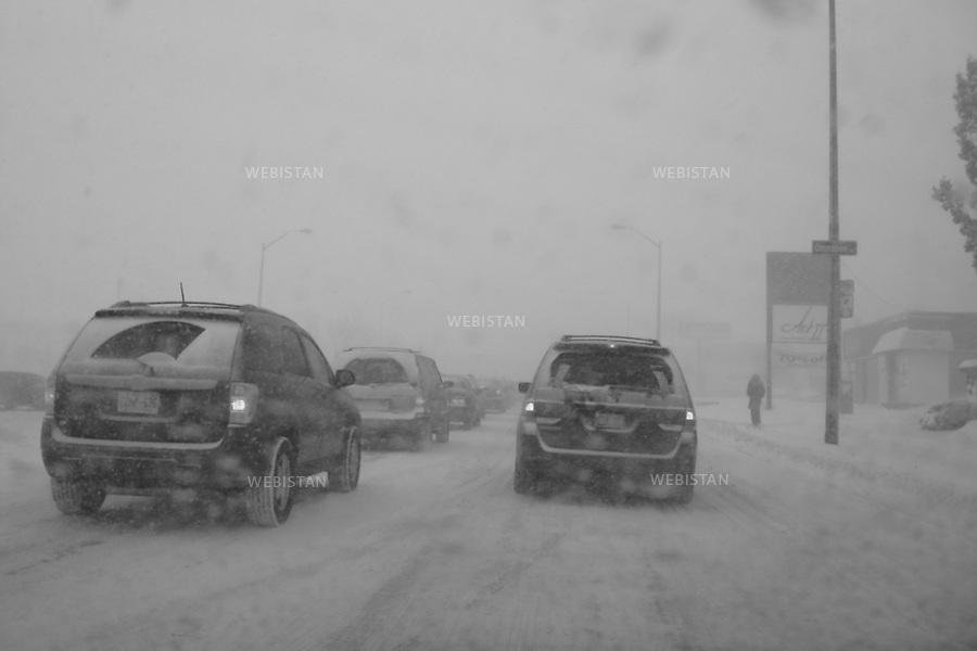 Canada. Toronto. Yonge Street. Snow Storm on the city. Canada. Toronto. Tempete de neige sur la ville.