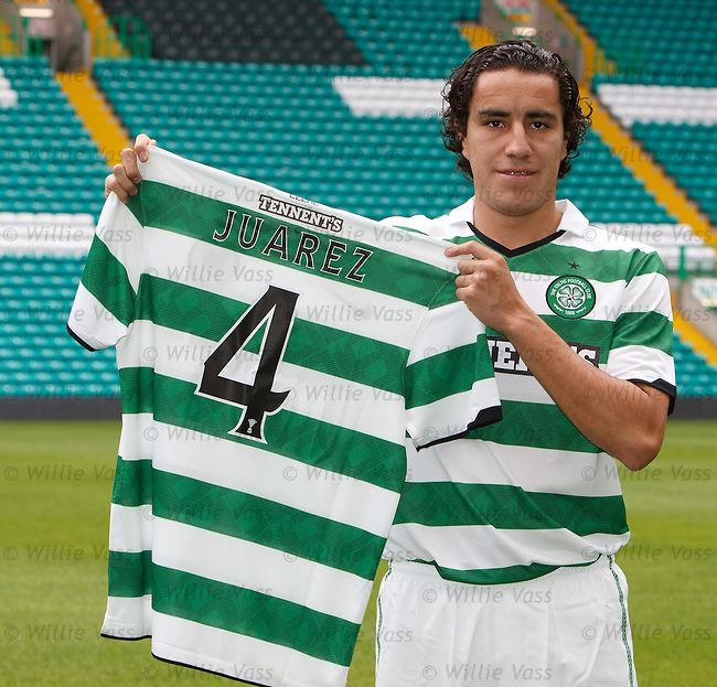 Mexican defender Efrain Juarez sgns for Celtic