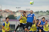 TREINO CORINTHIANS - SAO PAULO, 21 DE JANEIRO DE 2014 -  O jogador Danilo durante o treino de hoje,  no Ct. Dr. Joaquim grava, na zona leste da capital. foto: Paulo Fischer/Brazil Photo Press.