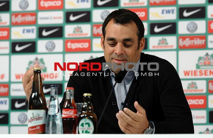 19.09.2013, Weserstadion, Bremen, GER, 1.FBL, Pressekonferenz Werder Bremen, im Bild Robin Dutt (Trainer Werder Bremen)<br /> <br /> Foto &copy; nph / Frisch