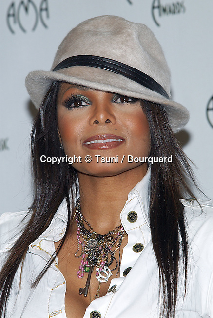 Janet Jackson backstage at the 32th Annual American Music Awards at the Shrine Auditorium in Los Angeles. November 14, 2004.