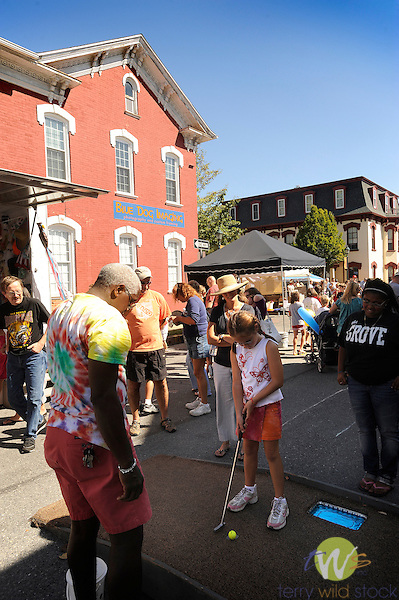 32nd Annual Selinsgrove Market Street Festival. Kids golf put game.