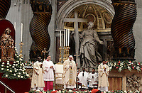 Papa Francesco celebra la Messa dell'Epifania nella Basilica di San Pietro, Citt&agrave; del Vaticano, 6 gennaio 2017.<br /> Pope Francis leads the Epiphany Mass in Saint Peter's Basilica at the Vatican, on January 6 2017.<br /> UPDATE IMAGES PRESS/Isabella Bonotto<br /> <br /> STRICTLY ONLY FOR EDITORIAL USE