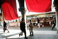 Uno scorcio del mercato di Rialto, Venezia.<br /> A view of Rialto food markets in Venice.<br /> UPDATE IMAGES PRESS/Riccardo De Luca