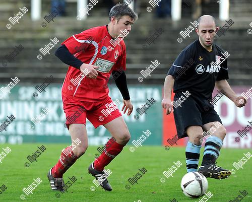 2012-01-15 / Voetbal / seizoen 2011-2012 / Lyra - Leopold Ukkel / Jacobs (L, Lyra) met Bakkouche..Foto: Mpics.be