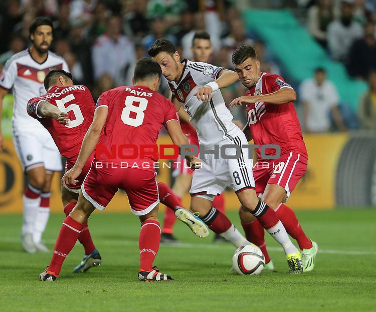 EM 2015 Qualifikationsspiel, Gibraltar vs. Deutschland<br /> Mesut &Ouml;zil (Deutschland) umringt von Ryan Chipolina (Gibraltar und Aaron Papas (Gibraltar)<br /> <br /> <br /> Foto &copy; nordphoto /  Bratic