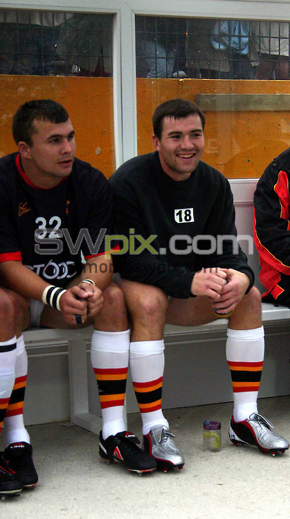 Pix: Chris Whiteoak/SWpix.com. Rugby League Super League. Bradford Bulls v Wakefield Trinty Wildcats. 11/07/2004..COPYRIGHT PICTURE>>SIMON WILKINSON>>01943 608782>>..Bradford's Iestyn Harris (m) sits on the bench waiting to get on the field