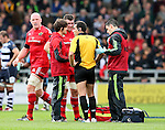 Paul O?Connell of Munster glances t referee Mathieu Raynal as he goes off injured - European Rugby Champions Cup - Sale Sharks vs Munster -  AJ Bell Stadium - Salford- England - 18th October 2014  - Picture Simon Bellis/Sportimage