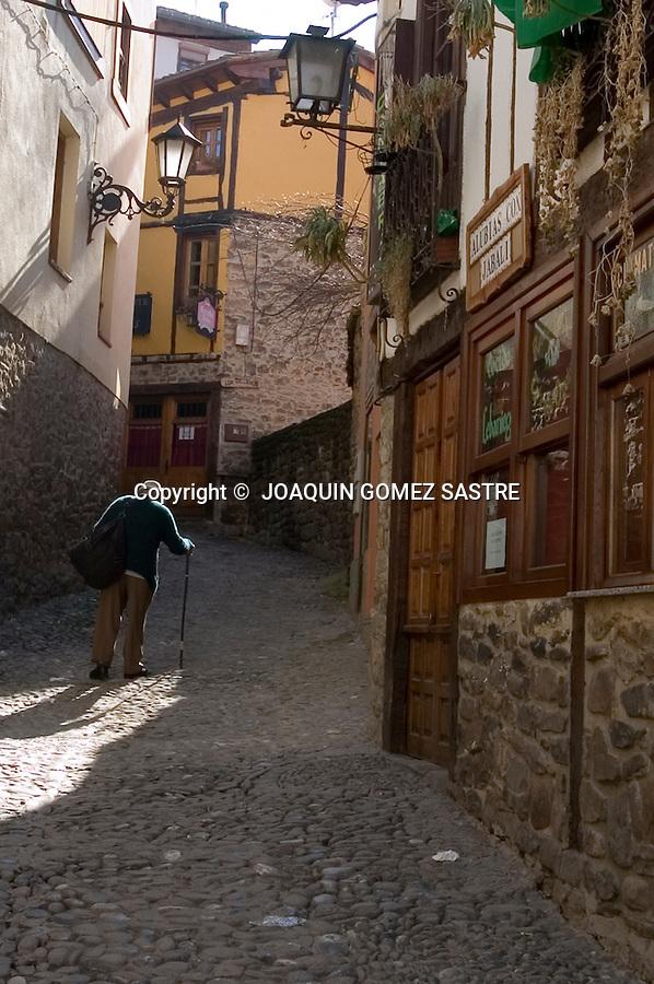 Calle del pueblo cantabro de potes en cantabria.foto © JOAQUIN GOMEZ SASTRE