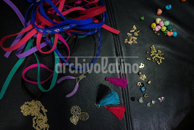 Barquisimeto-Venezuela. Parts used by Ana Ventriglia for make her imitation jewelry, product that are exported from Barquisimeto to Mexico. December 1, 2016. Archivo Latino/Manaure Quintero