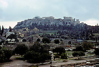 Athens: Acropolis in background; Agora in foreground. Viewed from Temple of Hephaestus. Photo '82.