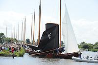SKUTSJESILEN: DE VEENHOOP: Grytmansrak, 30-07-2012, SKS skûtsjesilen, wedstrijd De Veenhoop, Earnewâld mocht als eerste van start, ©foto Martin de Jong