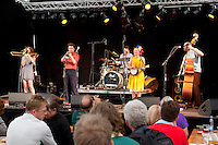 Denmark, Jutland, Skagen: Australian folk band Flap playing at the Skagen Festival in 2012 | Daenemark, Juetland, Skagen: Australische Volksmusikgruppe Flap beim Skagen Festival 2012
