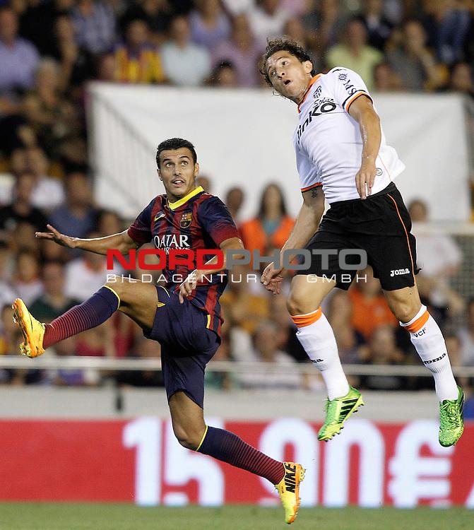 Valencia's Andres Guardado (r) and FC Barcelona's Pedro Rodriguez during La Liga match.September 1,2013. Foto © nph / Acero)