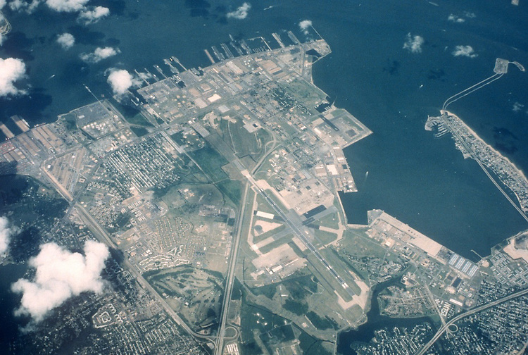 1989 April 06..Historical...AERIAL VIEW.NORFOLK NAVAL BASE...NEG#.NRHA#..