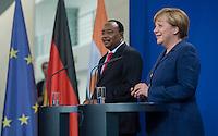 Berlin, 20130508CB030, Bundeskanzlerin Angela Merkel (CDU) und der Staatspräsident der Republik Niger, Mahamadou Issoufou, am Mittwoch (08.05.13) im Bundeskanzleramt in Berlin bei einer Pressebegegnung