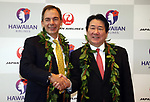 September 26, 2017, Tokyo, Japan - Hawaiian Airlines president Mark Dunkerley (L) shakes hands with Japan Airlines (JAL) president Yoshiharu Ueki as they announce to agree a comprehensive partnership at the JAL headquarters in Tokyo on Thursday, September 26, 2017. Their agreement provides for extensive code sharing, lounge access and frequent flyer program reciprocity.   (Photo by Yoshio Tsunoda/AFLO) LWX -ytd