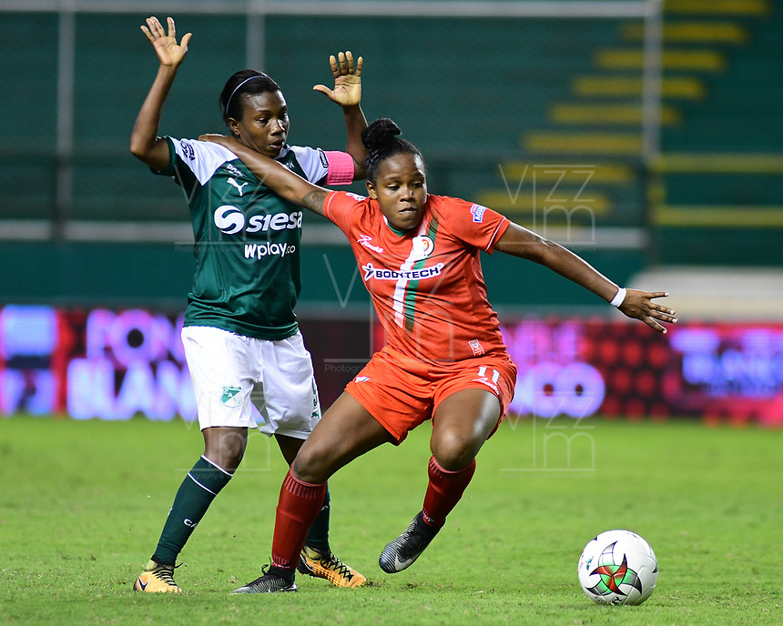 PALMIRA - COLOMBIA, 03-08-2019: Maria Rodallega del Cali disputa el balón con Jessica Peña de Cortulua durante partido entre Deportivo Cali y Cortuluá por la fecha 4 de la Liga Femenina Águila 2019 jugado en el estadio Deportivo Cali de la ciudad de Palmira. / Maria Rodallega of Cali vies for the ball with Jessica Peña of Cortulua during match between Deportivo Cali and Cortulua for the date 4 as part Aguila Women League 2019 played at Deportivo Cali stadium in Palmira city. Photo: VizzorImage / Nelson Rios / Cont