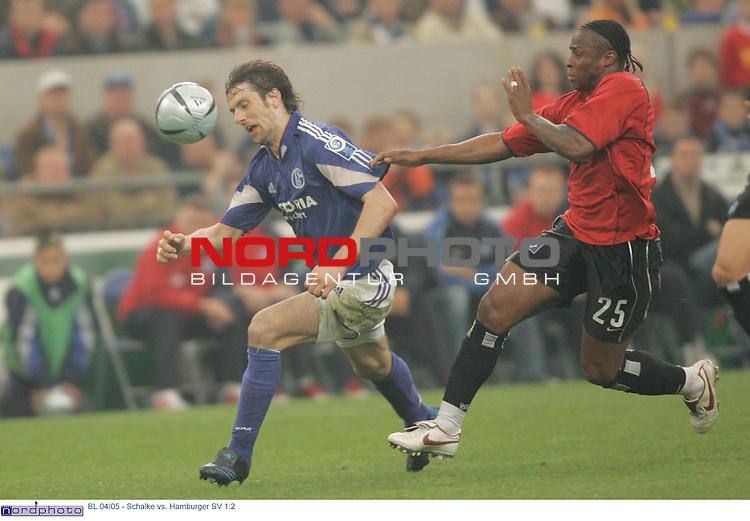 BL 2004/2005 -  29. Spieltag - Rueckrunde<br /> FC Schalke 04 vs. Hamburger SV 1:2<br /> <br /> Mladen Krstajic (links) von Schalke 04 kommt vor Emile Mpenza (rechts) vom Hamburger SV an den Ball.<br /> <br /> Foto &copy; nordphoto - Ruediger Lampe<br /> <br />  *** Local Caption *** Foto ist honorarpflichtig! zzgl. gesetzl. MwSt.<br /> Belegexemplar erforderlich<br /> Adresse: nordphoto<br /> Georg-Reinke-Strasse 1<br /> 49377 Vechta