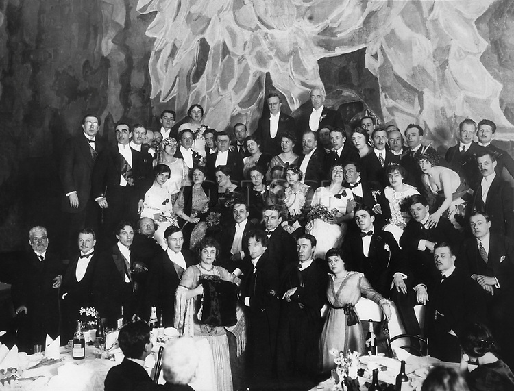 Honoring the artistic community of St. Petersburg troupe of the Moscow Art Theatre in the Auditorium N. Shebeko. Among those present: Konstantin Stanislavsky and Vladimir Nemirovich - Danchenko, Kachalov Vladimir, Igor Moskvin, Olga Knipper - Chekhov, Eugene Vakhtangov, Hope Taffy, Boris Pronin, Olga Glebova - Sudeikin Anna UNC Baranovska Vera K. Alekseev, Z. Lody, Gibshman K., A. Mgerbov, B.Romanov. April 28, 1913. / Чествование художественной общественностью Петербурга труппы Московского Художественного театра в Театральном зале Н. Шебеко. Среди присутствующих : Константин Станиславский, Владимир Немирович - Данченко, Владимир Качалов, Игорь Москвин, Ольга Книппер - Чехова, Евгений Вахтангов, Надежда Тэффи, Борис Пронин, Ольга Глебова - Судейкина, Анна Коонен, Вера Барановская, К. Алексеева, З. Лодий, К. Гибшман, А. Мгербов, Б.Романов. 28 апреля 1913.