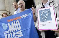 Roma, 10 Settembre 2013<br /> Viminale<br /> Consegnate al Ministero degli Interni le firme raccolte per l'Iniziativa dei Cittadini Europei (ICE) per l'acqua pubblica, promossa in Italia dal forum italiano dei movimenti per l'acqua e CGIL- funzione pubblica.<br /> Sono state raccolte più di un milione e ottocentomila firme in 13 paesi dell'Unione Europea.<br /> Water is a Human Right.