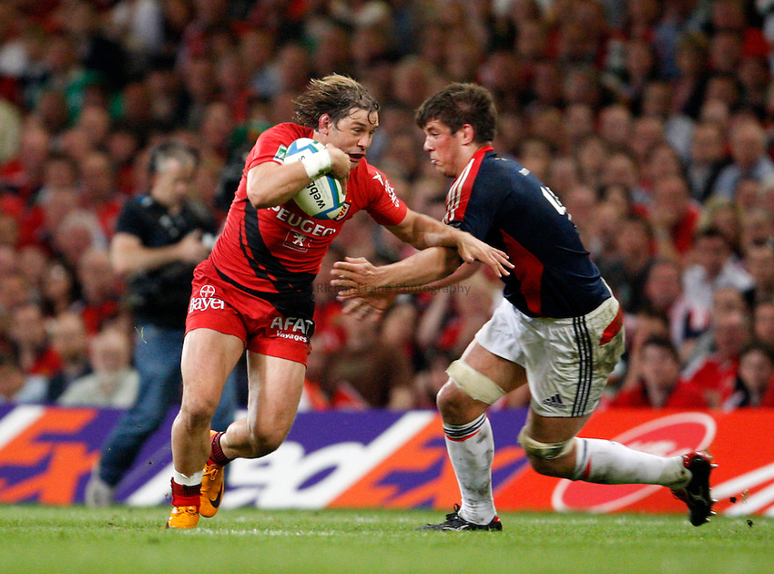 Photo: Richard Lane/Richard Lane Photography. .Munster v Toulouse. Heineken Cup Final. 24/05/2008. .Toulouse's Cedric Heymans is tackled by Munster's Donncha O'Callaghan.