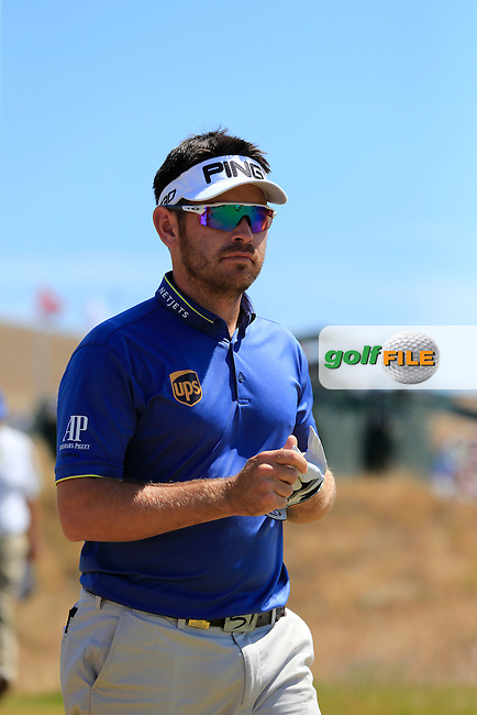 Louis Oosthuizen (RSA) walks off the 1st tee to start his match during Sunday's Final Round of the 2015 U.S. Open 115th National Championship held at Chambers Bay, Seattle, Washington, USA. 6/21/2015.<br /> Picture: Golffile | Eoin Clarke<br /> <br /> <br /> <br /> <br /> All photo usage must carry mandatory copyright credit (&copy; Golffile | Eoin Clarke)