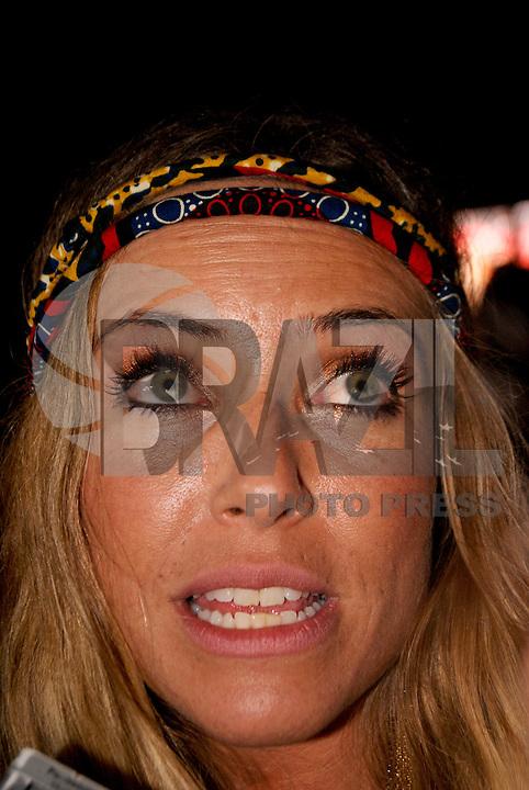 SAO PAULO, SP, 19 DE FEVEREIRO 2012 - CAMAROTE BAR BRAHMA - Barabara Cobolchi e vista no Camarote Bar Brahma, no primeiro dia de desfiles do Grupo Especial do Carnaval de Sao Paulo, na madrugada deste domingo, 19 no Sambodromo do Anhembi regiao norte da capital paulista. FOTO: UINY MIRANDA - BRAZIL PHOTO PRESS).