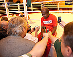 07.06.2011, Stanglwirt, Going, AUT, Wladimir Klitschko, Training, im Bild Emanuel Steward Trainer  bein Interview, Schwarz weiss, BW. EXPA Pictures © 2010, PhotoCredit: EXPA/ J. Groder