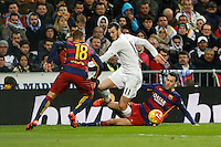 Real Madrid´s Gareth Bale and Barcelona´s Sergio Busquets during 2015-16 La Liga match between Real Madrid and Barcelona at Santiago Bernabeu stadium in Madrid, Spain. November 21, 2015. (ALTERPHOTOS/Victor Blanco) /NortePhoto